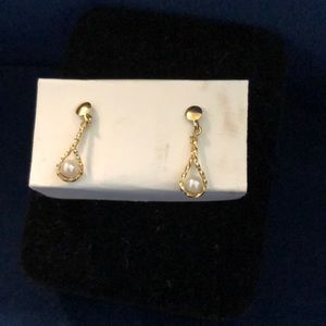 14k tiny gold and pearl earrings( not plated)